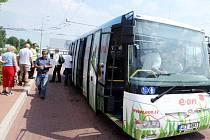 Zájemci mohli prozkoumat přivezený elektrobus.
