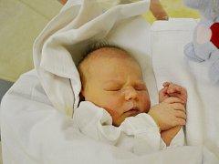 AMÁLIE ŠILPERTOVÁ svým příchodem na svět potěšila maminku Kateřinu Zemanovou a tatínka Jakuba Šilperta z Broumova. Holčička se narodila 22. ledna ve 12:35 s váhou 3750 gramů a délkou 49 cm. Tatínek to zvládl dobře a byl po celý porod mamince oporou.