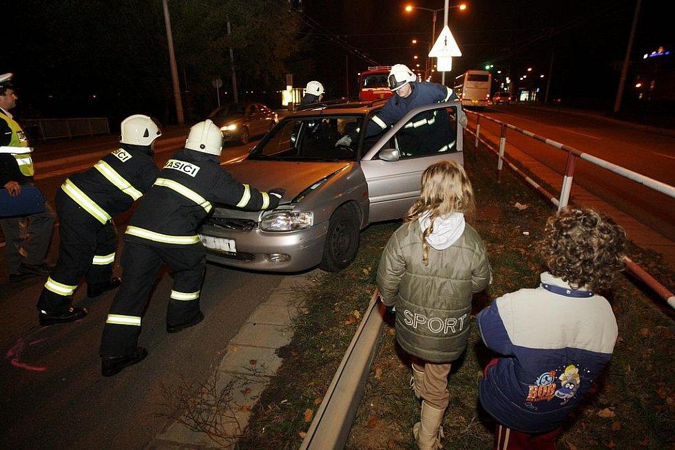 Nehoda u soutoku v Hradci Králové.