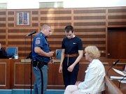 Mladému Litevci hrozí vysoký trest. Loni na podzim na Semilsku podle obžaloby málem zavraždil policistu.