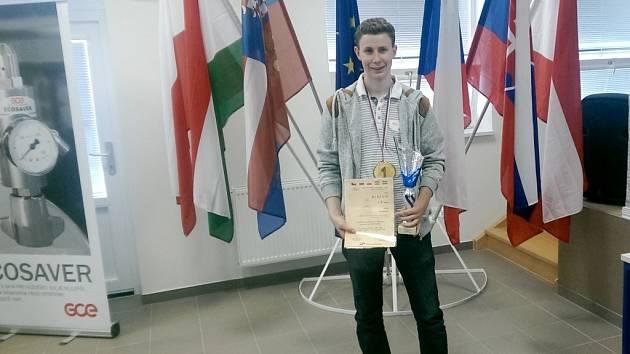 Žáci hradecké SOŠ a SOU Vocelova na soutěži odborných dovedností instalatérů ve Vyškově.