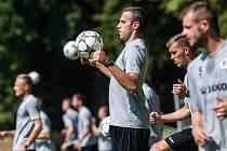 Pavel Krmaš na tréninku fotbalistů FC Hradec Králové.