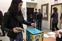 Studentských voleb se zúčastnili i středoškoláci hradeckého Gymnázia Boženy Němcové.