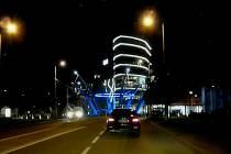 Řidiče zastavili strážníci v neděli večer u křižovatky Koruna.