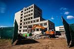 Bourání domu u kongresového centra Aldis v Hradci Králové, kde má vzniknou luxusní hotel.