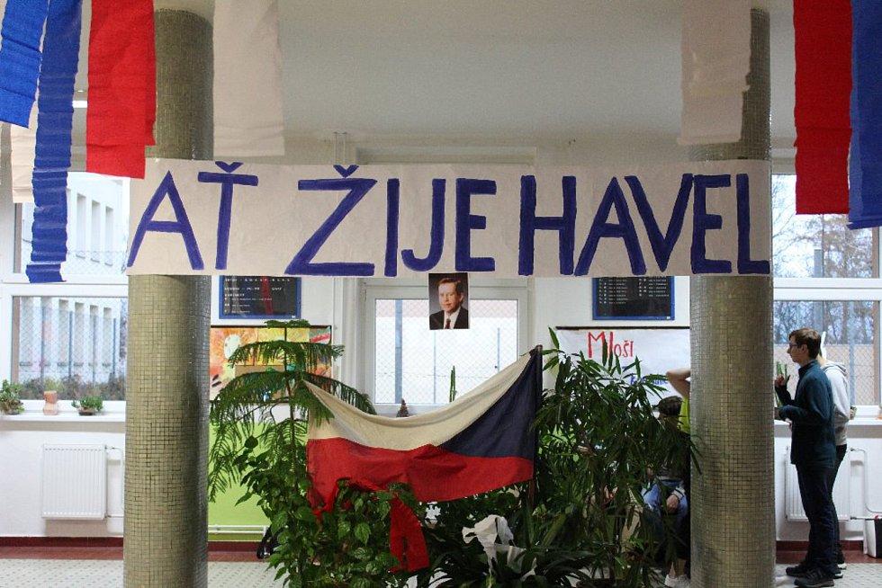 Školáci poznávali rozdíl komunismu a demokracie.