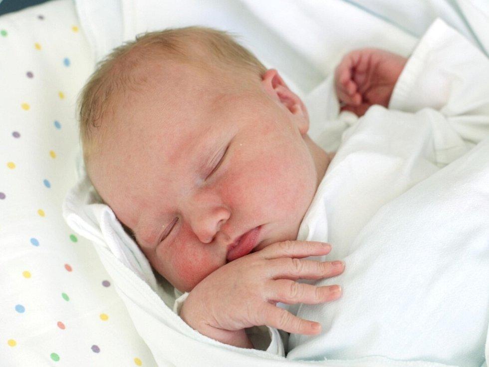 Agáta Škavová přišla na svět 25. února v 6.24 hodin. Po narození měřila 49 centimetrů a vážila 3680 gramů. S maminkou Martinou Smejkalovou a tatínkem Radkem Škavou žije v Nechanicích.