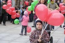Ulrichovo náměstí se v sobotu 6. listopadu zaplnilo příznivci základní umělecké školy, která si od začátku listopadu oficiálně říká Střezina.
