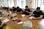 """Akce """"Matějova šance na život"""": desítky policistů vstoupily do registru."""