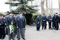 Rozloučení policistů se zesnulými kolegy v Hradci Králové.