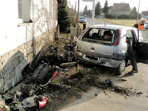 Tragická dopravní nehoda na silnici I/11 poblíž obce Libčany.