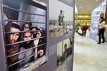 Výstava fotografií Afgánská provincie Logár AČR v hradeckém Obchodním centru Futurum.