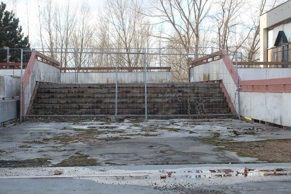 Benešova třída místy připomíná bludiště. Některé části jsou kvůli bezpečnosti dokonce uzavřeny.