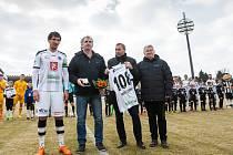 Před utkáním převzal Pavel Černý starší z rukou zástupce Klubu ligových kanonýrů Václava Tichého odznak pro ligového kanonýra za 108 vstřelených gólů.