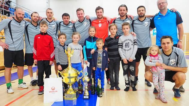 Druhý ročník Vánočního charitativního turnaje osobností vyhrálo mužstvo FC Lábem - Furt.