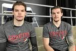 Kevin Klíma (vpravo) a jeho dvojče Kelly.
