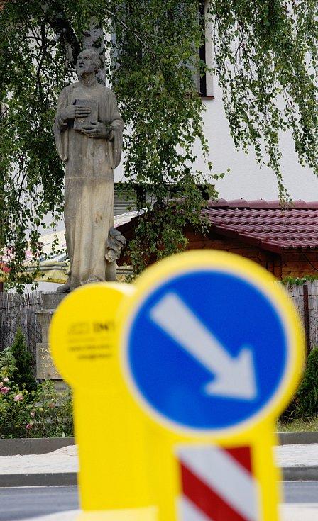 Opravená křižovatka u Husova pomníku v Hradci Králové.