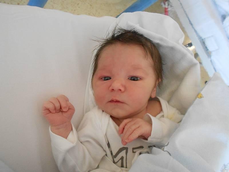 MATYÁŠ CHVÁLEK přišel na svět 11. září ve 4.22 hodin. Měřil 51 cm a vážil 3500 g. Velmi potěšil své rodiče Nikolu a Matěje Chválkovy z Českého Meziříčí. Tatínek byl u porodu velkou oporou a zvládl to skvěle.