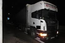 Policie pátrá po dvou řidičích z nehody v Blešně.
