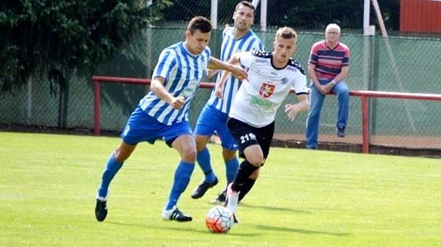 Fotbalová příprava: FK Dobrovice - FC Hradec Králové.