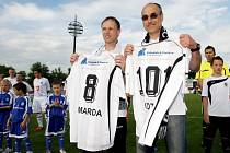 Michal Šmarda a Václav Kotal (zleva) s pamětními dresy.