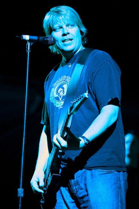 Během koncertu The Offspring při Rock for People 2008 v Hradci Králové museli zdravotníci ošetřit 50 lidí
