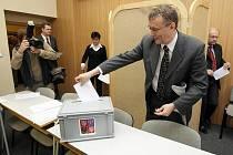 Již čtvrté ustavující zasedání, kde se hradecké zastupitelstvo pokoušelo zvolit primátora Hradce Králové (14. prosince 2010).