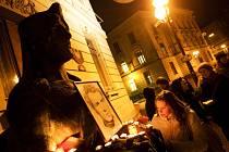 Připomínka předvečera 45. výročí sebeupálení Jana Palacha na hradeckém náměstí Svobody.