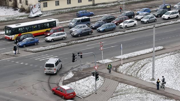 Dopravní situace v křižovatce Mileta v Hradci Králové.