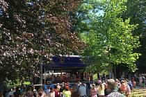 Folklórní festival v Žižkových sadech v Hradci Králové.