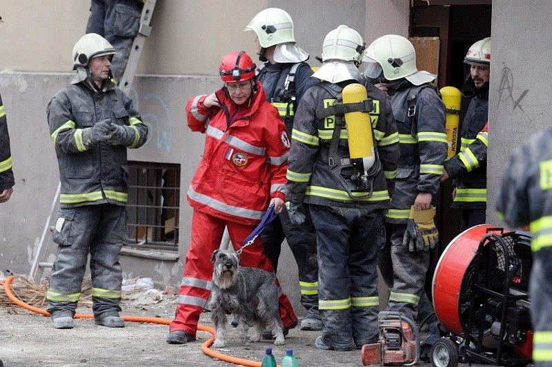 Ve Střelecké ulici v Hradci Králové zničil výbuch plynu dvě patra obytného domu.