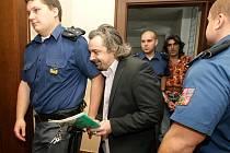 Před soudem stanuli Jiří Sivák, Radim Friml a František Miko, kteří dle obžaloby nutili k prostituci a poté usmrtili mladou dívku