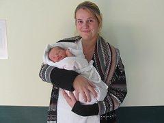 APOLENKA JANSOVÁ se narodila 30. září v 1.06 hodin. Měřila 51 centimetrů, vážila 3340 gramů a potěšila maminku Kristýnu, tatínka Petra a bratra Dobroslava z Chlumce nad Cidlinou.