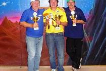 TRIO NEJLEPŠÍCH. Vítězem jarní části se stal Martin Kloz (uprostřed), druhý skončil Zdeněk Kašpar (vlevo) a třetí byl Oldřich Jadrný.