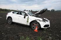 Auto skončilo mimo dálnici a škoda na něm je 1,2 milionu