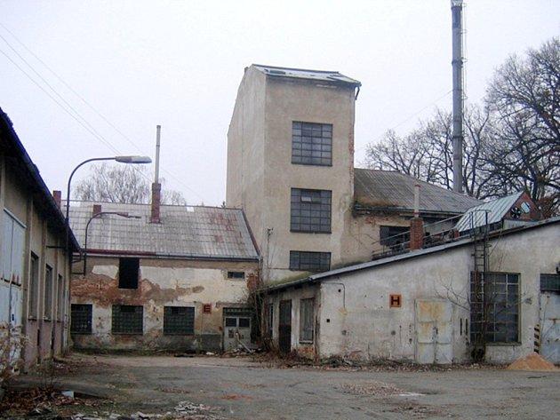 Areál novobydžovského Kovoplastu.