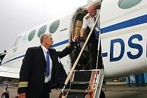 NEJISTOTA NA LETIŠTI. Firmy na hradeckém letišti provozují například aerotaxi, servis letadel Cessna či výcvikové středisko pilotů. Podnikatelé nyní s obavami vyhlíží rok 2008