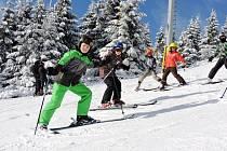 Žáci z hradecké Základní školy Sion na lyžařském pobytu v Malé Úpě.