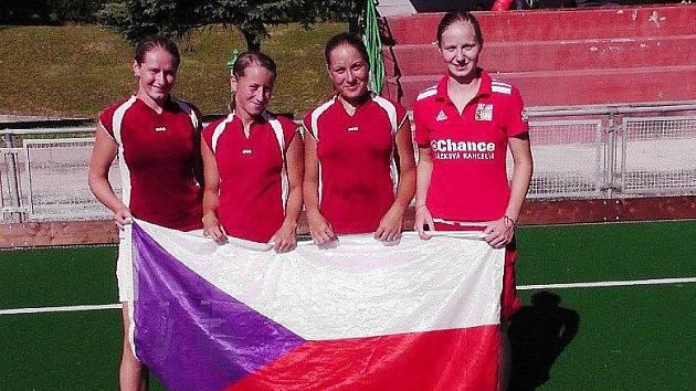 HRADECKÁ ČTVEŘICE – zleva Adéla Žemličková, Martina Venclová, Pavlína Oppová a Barbora Čecháková.