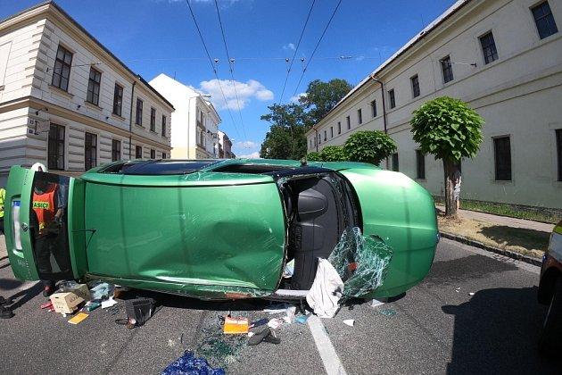 Nehoda vcentru Hradce Králové ochromila dopravu.