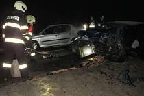 Po nehodě tří osobních vozidel museli hasiči vyprošťovat jednu osobu.
