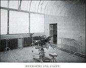 Péče o pacienta - operační sál v minulosti.