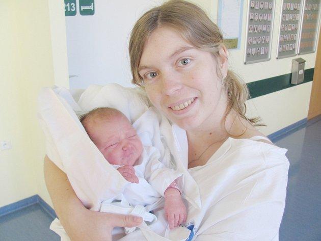 MONIKA KUTÍKOVÁ udělala svým příchodem na svět radost manželům Marcele a Tomáši Kutíkovým ze Smiřic. Narodila se 28.11. ve 13,10 hodin, vážila 3110 g.