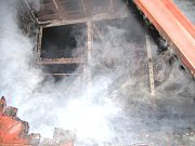 Požár nákladního vagónu na hradeckém hlavním nádraží.