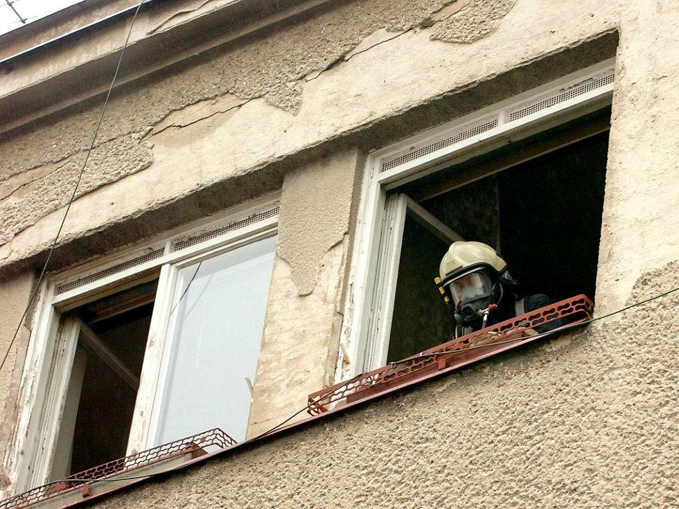Hasiči zasahovali při požáru bytu v Haškově ulici