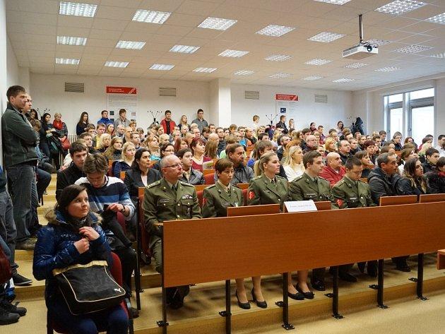 Posluchárna Fakulty vojenského zdravotnictví Univerzity obrany..