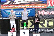 Členové kroužku RC Auta při DDM Třebechovice pod Orebem na 5. závodě seriálu Rebels Race v Náchodě.