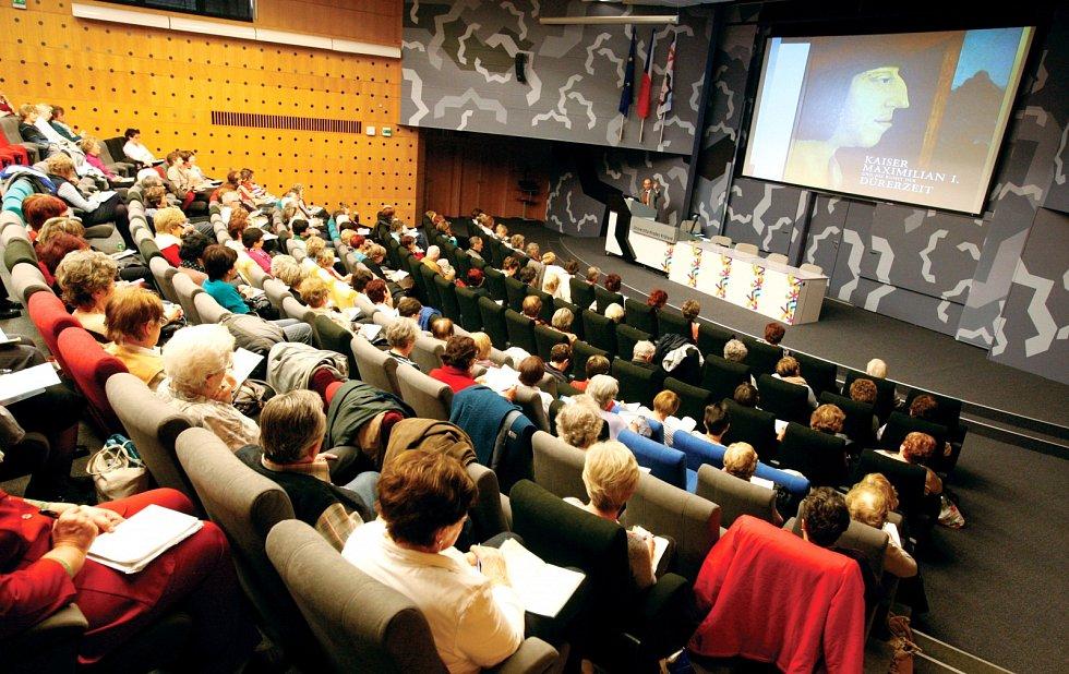Univerzita třetího věku - vzdělávání seniorů v Hradci Králové.