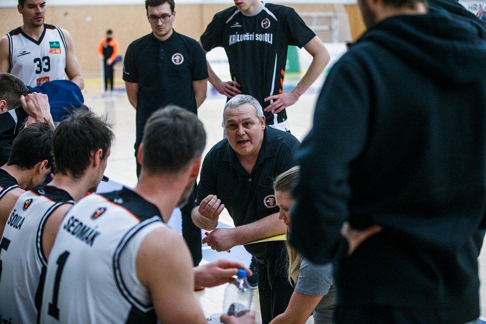 Basketbal: Hradec Králové (v bílém) - Kolín.