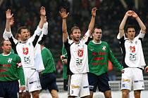 FC Hradec Králové x 1. HFK Olomouc. Zleva Ivo Lošťák, hradecký Jan Riegel, Pavel Němeček, Martin Zlatohlavý a hradecký Radim Wozniak.